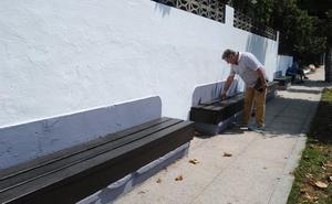 La Concejalía de Obras acondiciona mobiliario y espacios de descanso