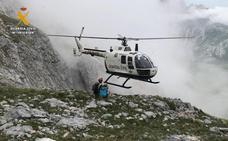 La Guardia Civil rescata a dos montañeros enriscados en los Picos de Europa