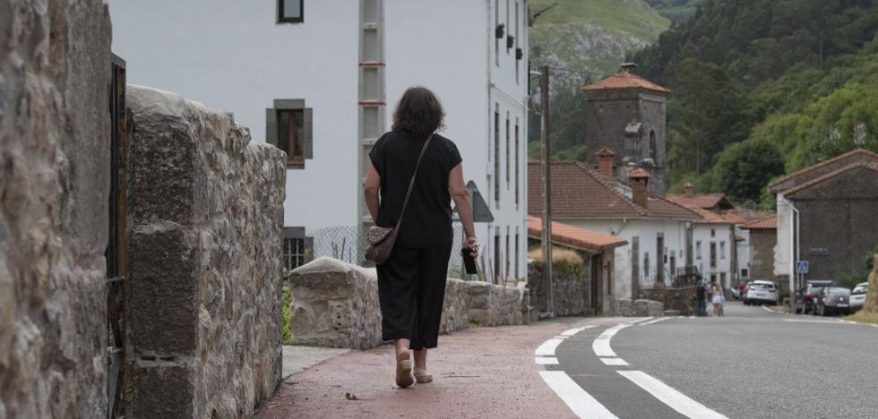 Mirones estrena un paseo peatonal que aporta seguridad a los vecinos