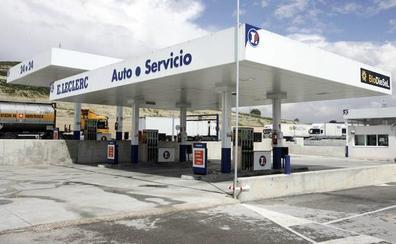 El mayor consumo de gasolina eleva su precio hasta los 11 céntimos por encima del diésel