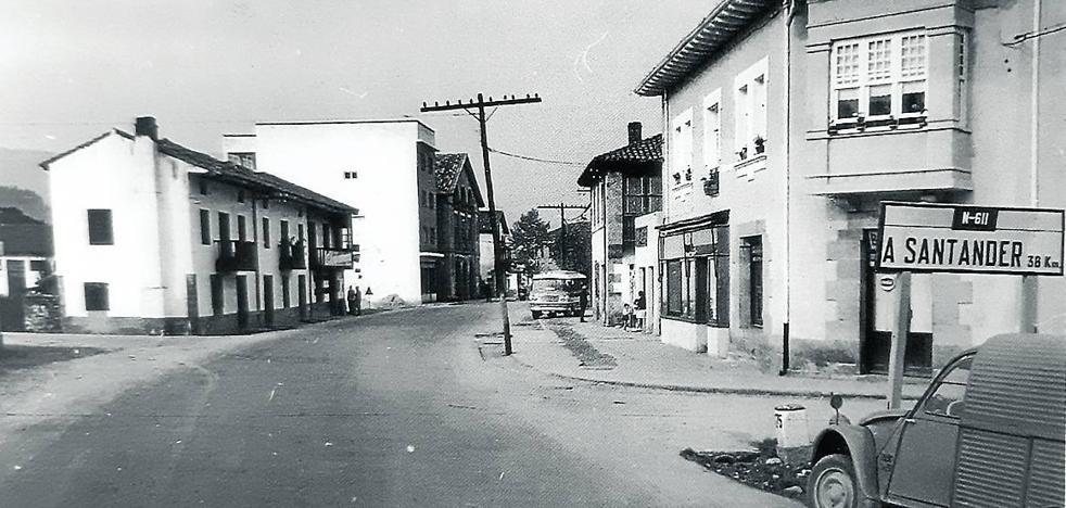 La señalización del casco urbano de Los Corrales cumple medio siglo