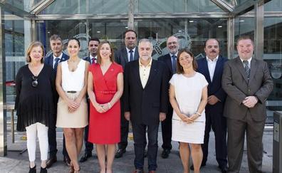 La consejera de Economía anuncia un plan contra el fraude en Cantabria en la toma de posesión de sus altos cargos