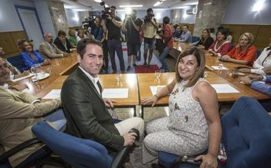 García Egea destaca el «respaldo total» de Génova al trabajo del PP cántabro, que es una «piña»
