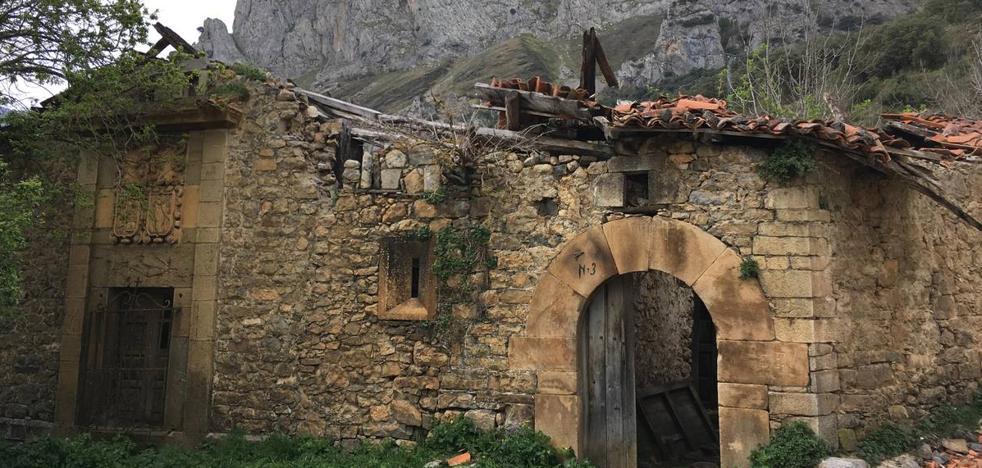 La Torre y las casas de Vendejo, en Pesaguero, se suman a la 'lista roja' del patrimonio de Cantabria