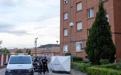 Un hombre mata a su hijo, hiere de gravedad a su mujer y se lanza desde un cuarto piso en Teruel