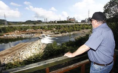 El Gobierno instala una escala para que los salmones puedan remontar el río Besaya