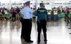 Los vigilantes de seguridad del aeropuerto de Barcelona mantienen la huelga indefinida