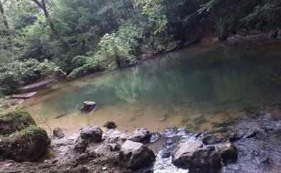 Entrambasaguas, en alerta por vertidos contaminantes de abono en el río Aguanaz