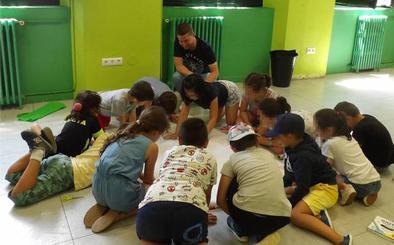 El Campamento Urbano de Suances continúa su actividad en agosto con la participación de 120 jóvenes