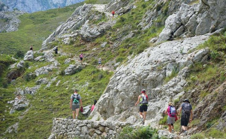 La ruta del Cares, a tope de senderistas