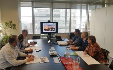 Adif recoge las propuestas de Camargo para el cubrimiento de las vías de tren
