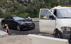 Cinco colisiones dejan heridos en el túnel de Lantueno, en Cillorigo de Liébana y en Valdeprado del Río