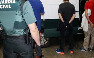 Tres detenidos cuando perpetraban un robo con fuerza en una cafetería de El Astillero