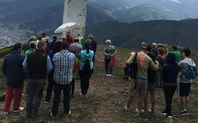 Los romeros acudieron a la fiesta anual en la cruz de La Viorna