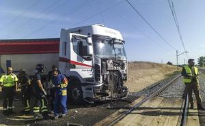 El Alvia Santander-Alicante arrolla a un camión en Palencia, sin causar heridos