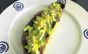 Lomo de lubina especiada con salsa de aguate y mango