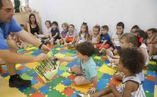 Un total de 74 niños participan este verano en las aulas gratuitas de dos años