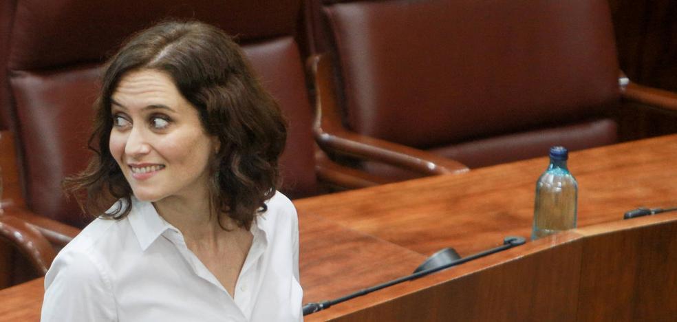 Díaz Ayuso se defiende: «No escarbaré nunca en la vida de sus difuntos»