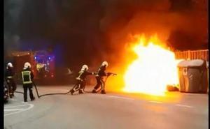 Intenso humo por el incendio de un contenedor en General Dávila