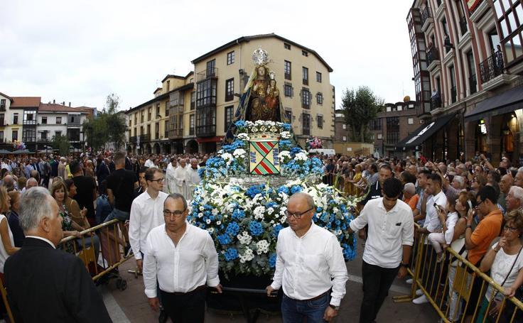 Procesión de la Virgen Grande en Torrelavega