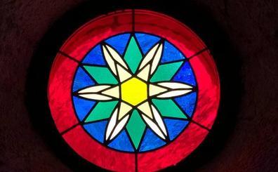 La iglesia de Miera ya tiene puesto su traje de luces