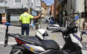 La escasez de efectivos, agravada por las jubilaciones, desborda a las policías locales