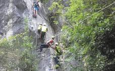 Otro rescate en la vía ferrata de La Hermida: una senderista se disloca el hombro cuando iniciaba el ascenso
