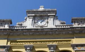 El reloj del instituto Santa Clara, otra vez en hora