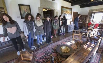 UGT denuncia que Educación hace contratos temporales a guías turísticos para cubrir puestos de trabajo fijos