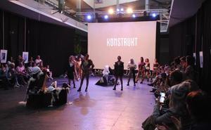 La joven diseñadora Miren Enfedaque cuestiona el impacto de la sobreproducción de moda