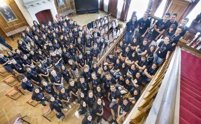 Cien estudiantes sobresalientes