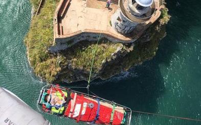 Nuevo rescate en el Faro del Caballo por una lesión al saltar al agua