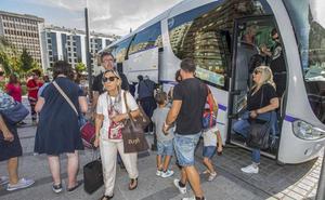 600 viajeros tuvieron que hacer transbordo durante las seis horas que el tren con Palencia estuvo interrumpido