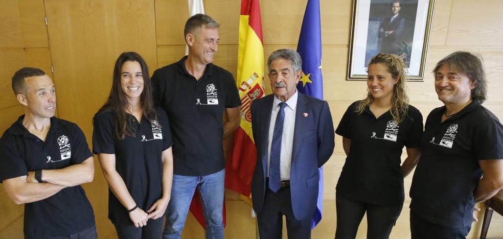 Revilla apoya el Camino de 'Santiagua' que combina el peregrinaje submarino y a pie
