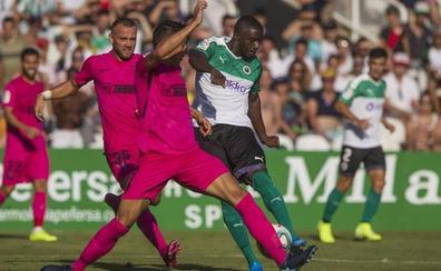 El Racing impugna el partido ante el Málaga por convocar a nueve jugadores de categorías inferiores
