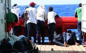 El Ocean Viking lleva 13 días esperando en el Mediterráneo con 356 rescatados