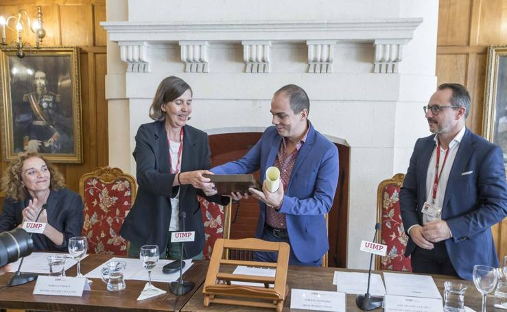 Alberto Conejero recibe el premio La Barraca