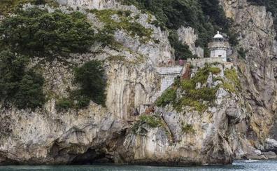 El alcalde de Santoña teme que el problema de los saltos obligue a cerrar el Faro del Caballo