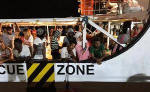 El buque Audaz trasladará a España a quince de los migrantes del Open Arms