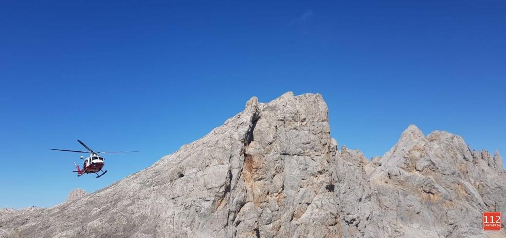 Evacuada en helicóptero una montañera que se cayó de cabeza cerca de Cabaña Verónica