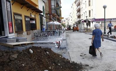 La empresa que peatonaliza el entorno de la Plaza Mayor de Torrelavega pide tres meses de prórroga