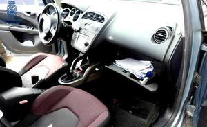 Detenido por robar una cartilla de la guantera de un coche en Torrelavega y extraer 800 euros