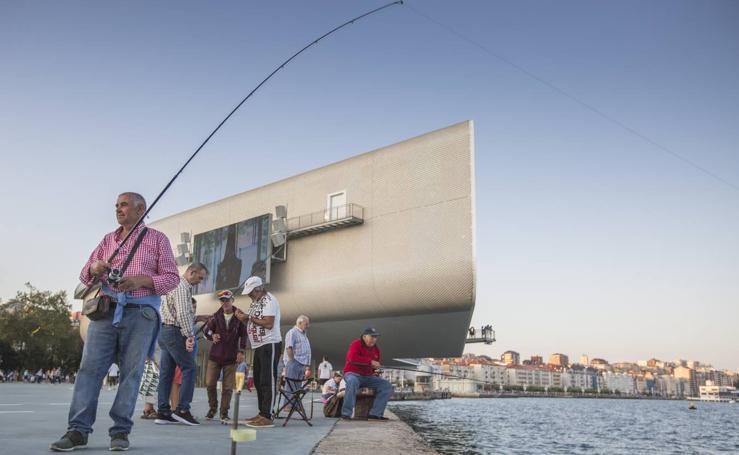 Pescadores en el Paseo Marítimo