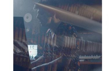 Veintiuno rescatan su canción 'Los santos imprudentes' para versionarla a piano y voz