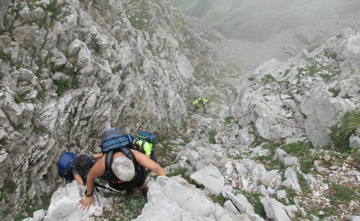 Ruta de alta montaña por el canal de Lechugales