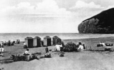 El inicio de los baños en la playa de Berria