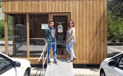 Miera inaugura en Mirones su oficina de información y atención turística