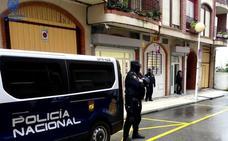 Detenidos cinco hombres por un robo con fuerza en un almacén de Castro y herir al encargado