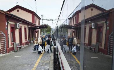 Motivos técnicos obligan a Renfe a transportar por carretera a los viajeros entre Santander y Ribadesella