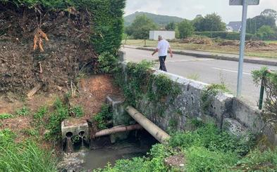 Vecinos del pueblo de Camargo critican el mal olor y la suciedad del río Collado